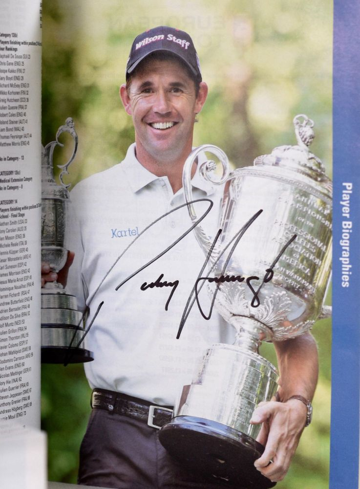Official Guide 2009 multiple signatures!; 27 different Major winners!! European Tour.
