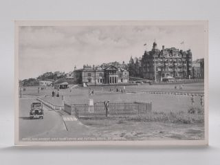 No. 8471 Royal and Acient Golf Club House and Putting Green, St. Andrews. Postcard